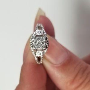 10K white gold cluster ring
